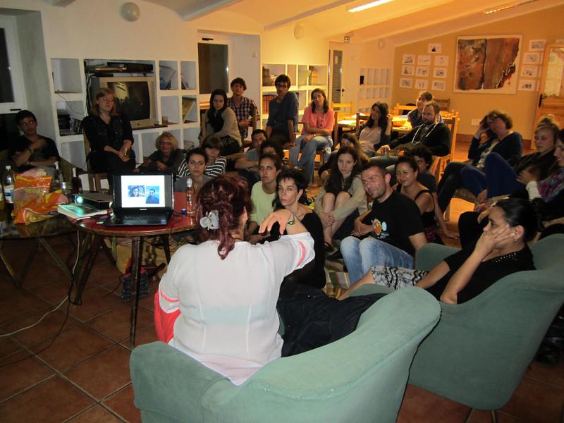 Tuvimos reuniones y visitas de defensoras y defensores de los derechos humanos colombianos. Nos hablaron de memorias personales que ayudaron mucho a contextualizar toda la información que estábamos aprendiendo.