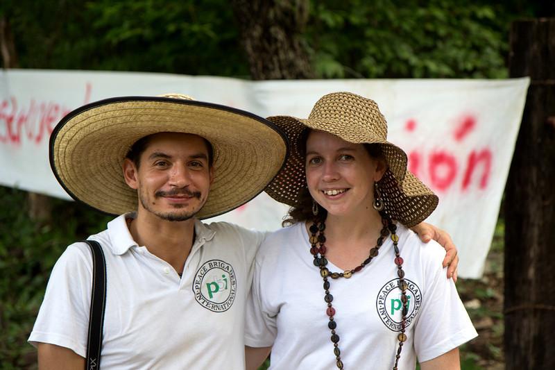 """Si consideras que la presencia de PBI es útil para proteger a las personas que trabajan por los derechos humanos, puedes apoyarnos económicamente, unirte a tu grupo nacional PBI más cercano y así apoyar a la red internacional desde tu ciudad o aplicar para ser voluntario en uno de los proyectos de PBI. <br />  <a href=""""http://www.pbi-colombia.org"""">http://www.pbi-colombia.org</a><br /> Foto: Alejandro González"""