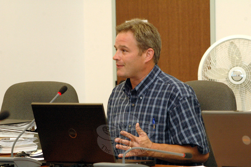 Rob Sibley, town deputy director of planning and land use, offers a comment on August 22 at a town Aquifer Protection Agency public hearing on proposed aquifer protection area regulations. (Gorosko photo)