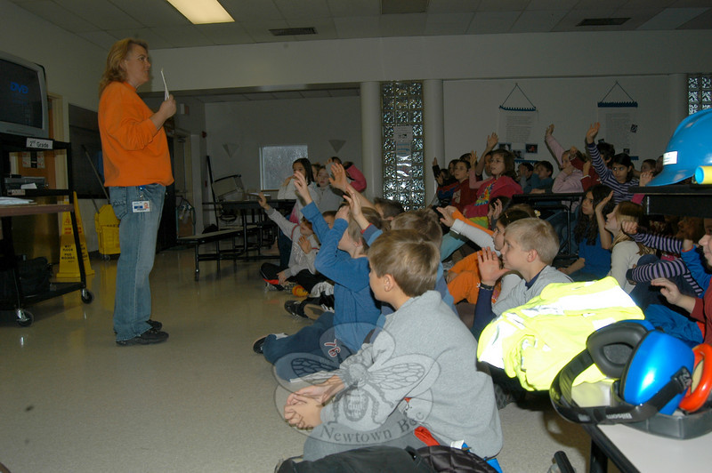 District Planner for the Yankee Gas Services Company Lisa Hundley gave a presentation about natural gas to fourth grade students at Middle Gate Elementary School recently.  (Hallabeck photo)