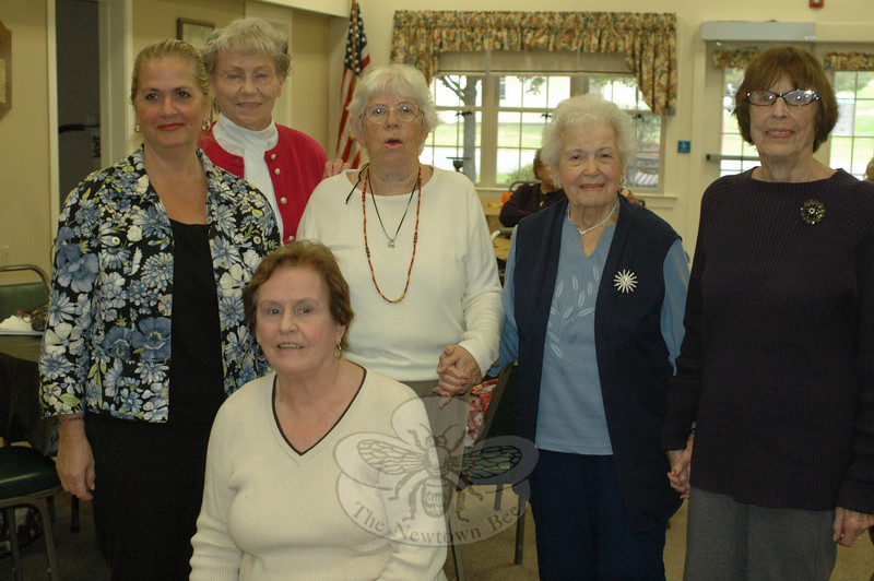 Guests at Nunnawauk Meadows Residents' Association Fall Gathering on October 21 included, from left, residents' association officers Linda Schettino, event organizer Ella Klein, Kay Egan, Barbara Wadleigh, Camille Pollaci, and President Ellen Dalton.  (Voket photo)