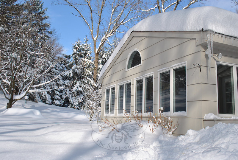 Homeowners are not throwing away their money when they pay to have snow and ice removed from roofs this winter, say area builders and engineers, but most homes are not in danger of suddenly collapsing under the weight of the snow. It is the water damage caused by ice dams that is more problematic. Remove snow from eaves and ice from gutters, and remove snow piled up against siding.  (Crevier photo)