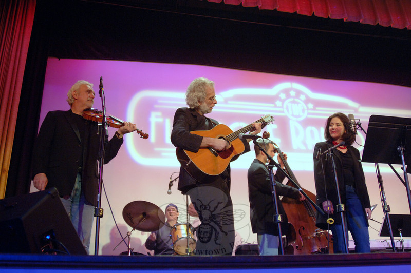 From left are Howie Bujese, Dick Neal, Rick Brodsky, Francine Wheeler, and, on the drums, Rob Bonaccorso, performing during the February 5 installation of Flagpole Radio Cafe.  (Bobowick photo)