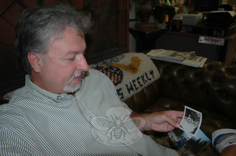 Ed Bryan holds a pair of pictures of his mother, who along with his grandmother, suffered from Alzheimer's disease. Hoping to reach out and support others who shared his experiences, the Newtown resident recently became Connecticut's newest ambassador for the state chapter of the Alzheimer's Association.  (Voket photo)