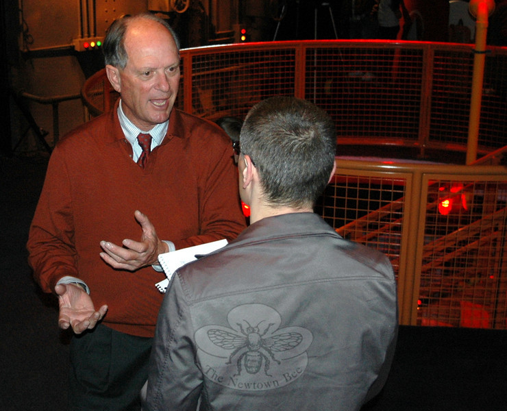 One of the dozens of reporters on hand at Mystic Aquarium on April 12 chats with Dr Robert Ballard, president of Sea Research Foundation's Institute for Exploration, who led the 1985 expedition that first located and mapped the sunken Titanic.   (Voket photo)
