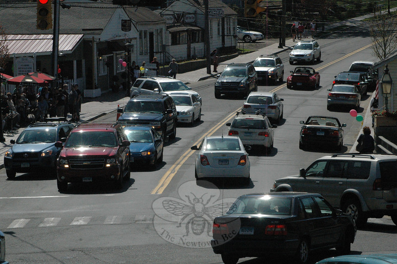 Looking westward toward Church Hill Road, heavy traffic traveled through Sandy Hook Center amid the Spring Fling business promotion event.    (Gorosko photo)