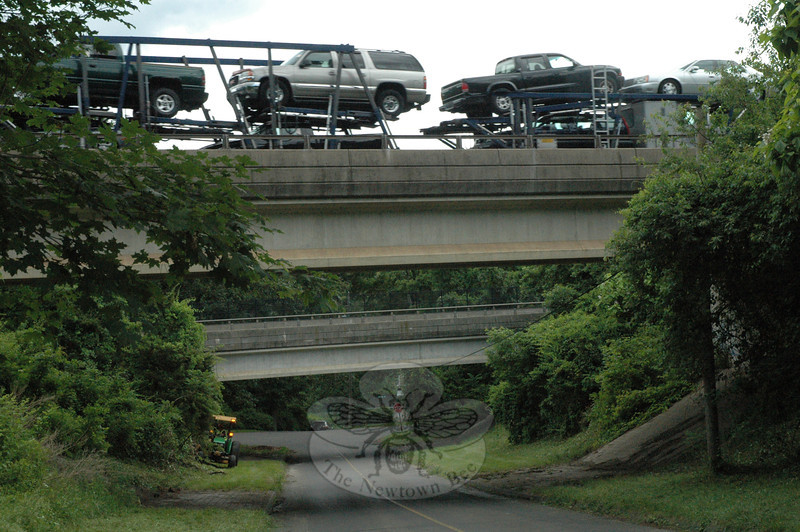 A Riverside resident told Police Commission members this week that suspicious activity has been occurring beneath the Interstate 84 overpasses that cross above the Riverside section. Residents in the neighborhood along Lake Zoar have formed a neighborhood watch program to deter crime. Shown are the I-84 overpasses that cross above Center Street in Riverside.—Bee Photos, Gorosko