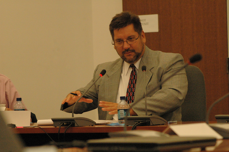 Richard Sobolewski, the supervisor of technical analysis for the state Office of Consumer Counsel, makes a point July 29 at a state Department of Public Utility Control (DPUC) public hearing on United Water's plans to extend its water supply system from Newtown to the Greenridge residential subdivision in Brookfield.  (Gorosko photo)