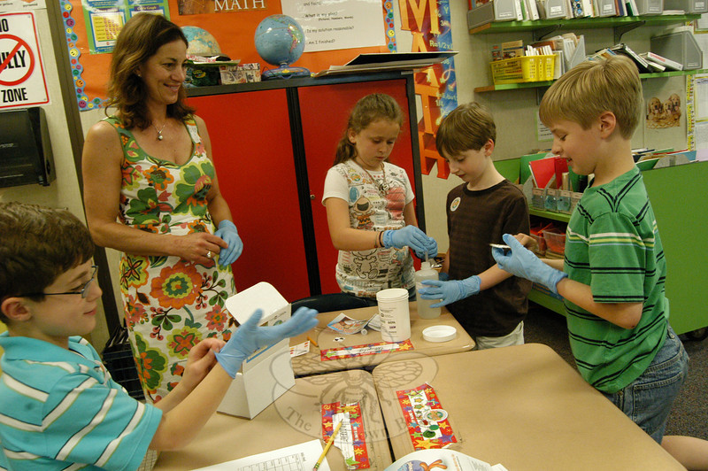 Head O' Meadow Parent volunteer Jenifer Vaughan oversaw third grade students testing water on Wednesday, May 26, during a PerkinElmer presentation on World Water Monitoring Day.  (Hallabeck photo)