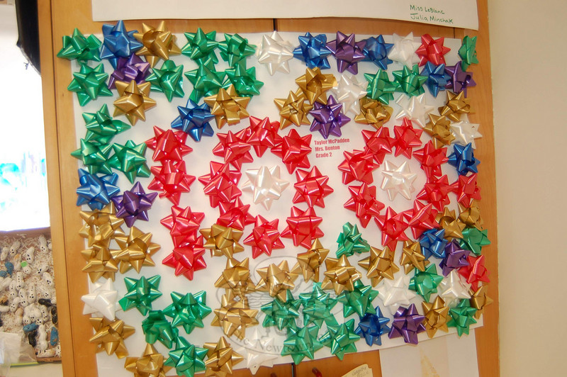 Taylor McPadden used gift bows to celebrate the 100th day of school.  (Hallabeck photo)