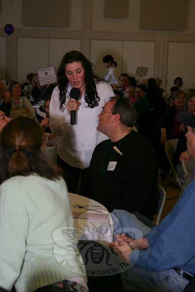 Jenn Callery quizzed diners on their knowledge of Biloxi, Miss., and the season of Lent. Here she was putting the pressure on the Reverend Matt Crebbin.  (Hicks photo)