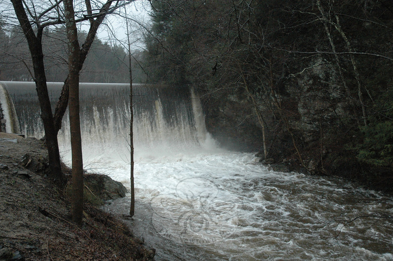 Dam on the Pootatuck River at Rocky Glen Mill, 75 Glen Road, Sandy Hook.  (Gorosko photo)