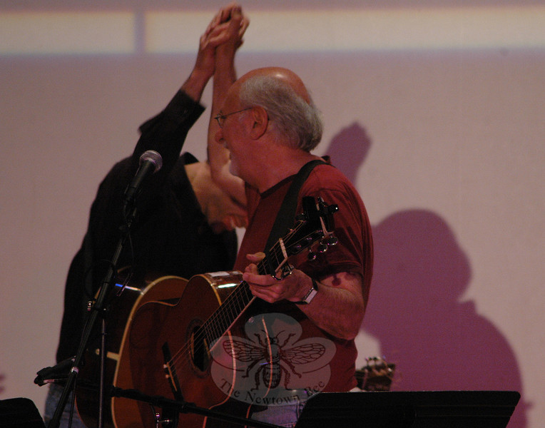 Jim Allyn (partially hidden) gets a high-five from Peter Yarrow during Flagpole Radio Cafe on May 22.  (Gorosko photo)