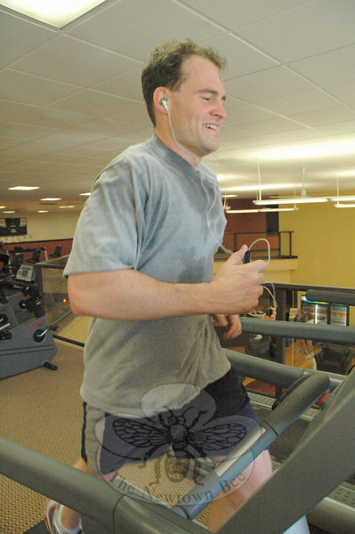 September 26, 2009: Club NewFit member Bruce Shuman of Newtown got in a workout on a treadmill during the club's grand opening last weekend. (Bee Photo, Gorosko)