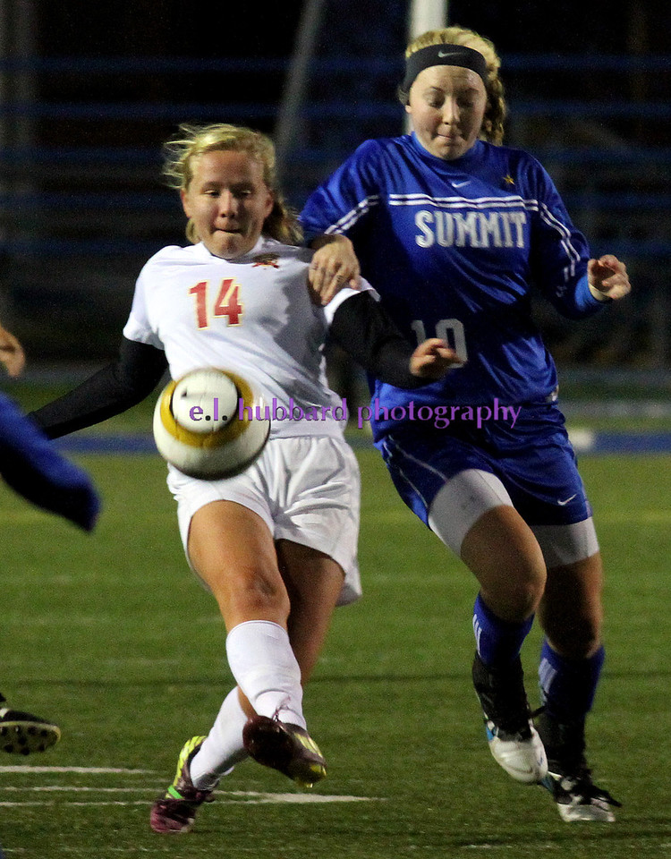E.L. Hubbard photography<br /> Fenwick forward Emma Matix and Summit Country Day forward/midfielder Meredith Schertzinger battle during their Div. III state semifinal game at Schwarm Field in Hamilton Tuesday, Nov. 6, 2012.