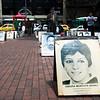 La primera persona registrada como víctima de desaparición forzada en Colombia es Omaira Montoya Henao. Según un informe de la Coordinación Colombia-Europa-Estados Unidos, esta bacterióloga y militante de izquierda fue detenida por el servicio secreto de la policía de entonces, conocido como F2, en 1977.
