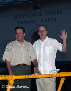 26/11/2002  PANAMA CITY (PANAMA)  VISITE DE SAS ALBERT DE MONACO VISITE DU CANAL DE PANAMA ET DES ECLUSES DE MIRAFLORES EN COMPAGNIE DE MR ALBERTO ALEMEN ZUBIETA ADMINISTRATEUR DU CANAL