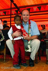 13/03/2003  VOYAGE DU PRINCE ALBERT DE MONACO A MADAGASCAR POUR VISITER LES REALISATIONS DES L'ASSOCIATIONS HUMANITAIRES MONEGASQUES DONT AIDE ET PRESENCE  VISITE CHEZ LE PERE PEDRO A TANANARIVE QUI A CONSTRUIT DES VILLAGES POUR LES DEHERITES SUR LES DECHARGES DE LA VILLE.