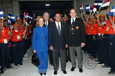 *legende* San Salvador (SALVADOR) Inauguration par SAS albert de Monaco  et Le Pre?sident  De Flores , ami depuis l'Universite? Ame?ricaine,et de sa femme, des Jeux Centroame?ricains.