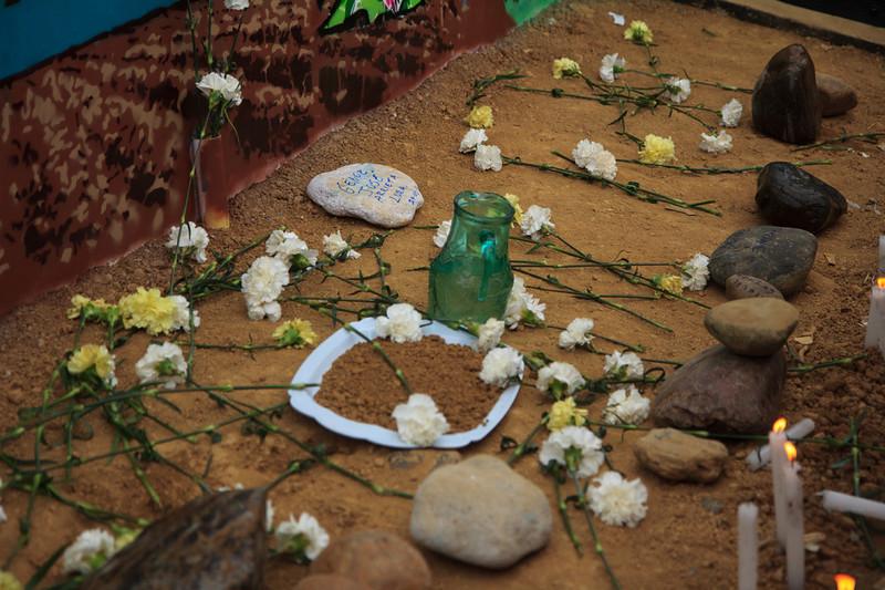 Después de años de búsquedas infructuosas y trámites ante distintas autoridades y juzgados nacionales en búsqueda de verdad y justicia que no llega, los representantes de las victimas en 1997 denunciaron los hechos ante la Comisión Interamericana de Derechos Humanos. En enero de 2006 la Corte Interamericana condenó al Estado Colombiano por la violación a los derechos a la vida, a la integridad personal, a las garantías judiciales y a la libertad. <br /> <br /> Foto: Alejandro González