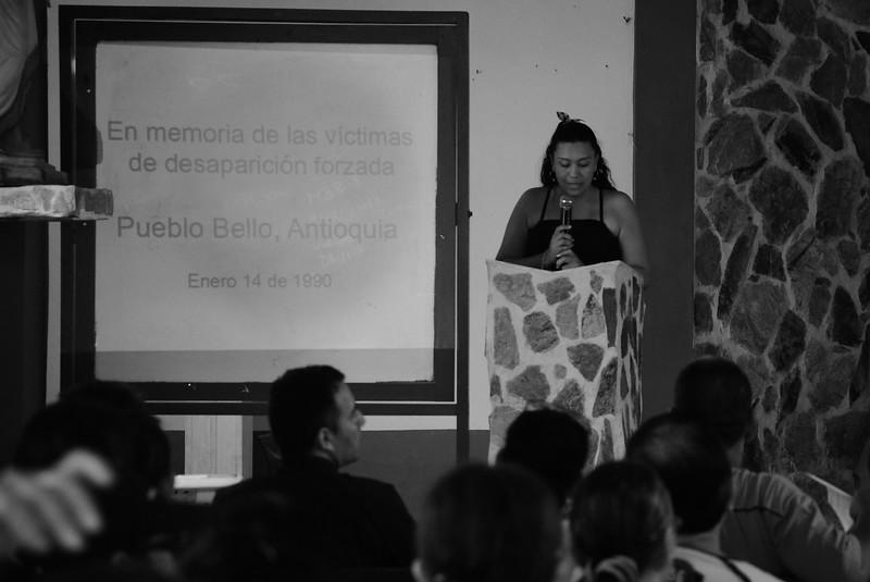 Kati Milena Fuentes Macea perdió a su padre, Wilson Uberto Fuentes Marimon, aquella noche de 1990. En su intervención instó al Estado a cumplir con la sentencia del Corte Interamericana de Derechos Humanos de 2006. Pide la búsqueda de seres queridos, la reparación en tema de vivienda y salud, y el monumento de la memoria que los familiares han diseñado en conjunto.