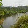 El río Naya es un territorio afrocolombiano que divide los departamentos del Valle (a la izquierda) y del Cauca (a la derecha). <br /> Empezamos nuestro acompañamiento en el puerto de Buenaventura, tras dos horas de navegar por mar llegaremos a Puerto Merizalde, que es el casco urbano del río Naya. <br /> En este viaje acompañamos a miembros de la Comisión Intereclesial de Justicia y Paz (Cijp) en su trabajo con los líderes del Consejo Comunitario del río Naya, para visibilizar el apoyo internacional al proceso colectivo, que empezó en los años 80. A finales de dicha década se constituyó el Consejo Comunitario (CC) del río Naya. El CC pidió la titulación colectiva de las tierras en 1999.