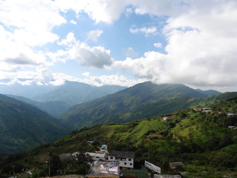 Valdivia se encuentra sobre el majestuoso río Cauca, la localdiad goza de impresionantes vistas al valle.