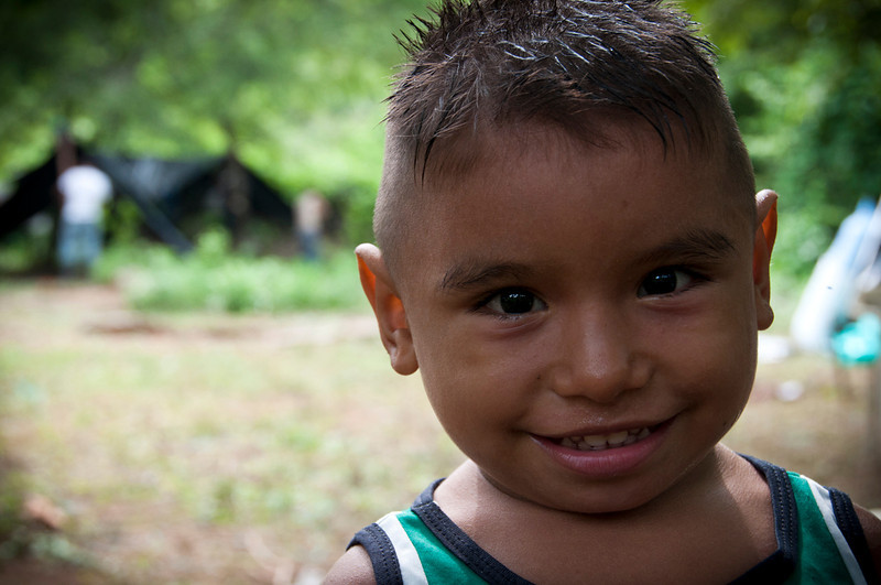 Son 16 familias, que el pasado 21 de mayo regresaron a la vereda Pitalito a pesar del riesgo derivado de la permanencia de actores armados ilegales en la zona. Esta pequeña comunidad decide así romper el temor y el miedo, confrontar la frágil situación de seguridad y resistir en su territorio.