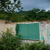 Uno de los grandes retos es la educación. Durante treinta años los niños estudiaron en esta escuela; ahora solo quedan ruinas . La escuela ha sido un símbolo de la resistencia.