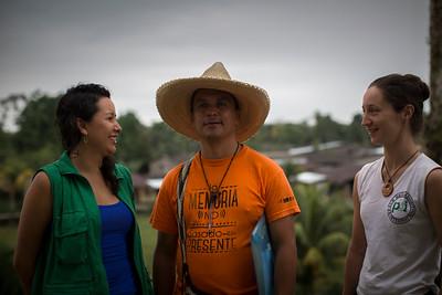 Gaby y Heidi, de PBI, acompañaron a Enrique Chimonja, de la Comisión Intereclesial de Justicia y Paz, durante esta gran Asamblea de titulación colectiva.
