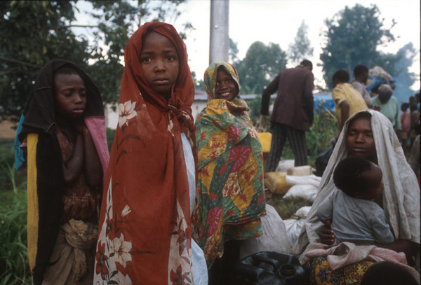 On the road to Kigali.<br /> Rwanda, November 1996.<br /> <br /> © Laura Razzano