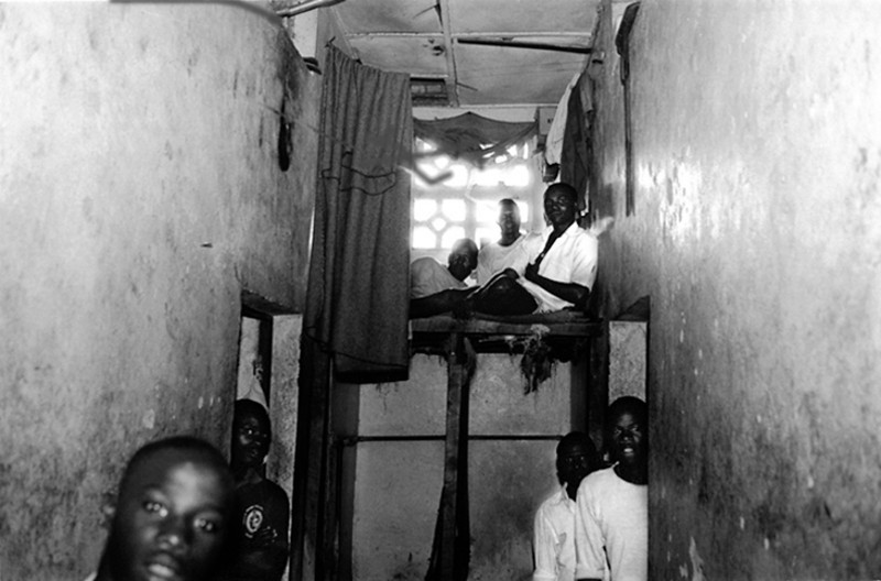 In the prison there are only two big rooms that let them take shelter from the bad weather.<br /> Rwanda, Prison of Gitarama, November 1996.<br /> © Laura Razzano