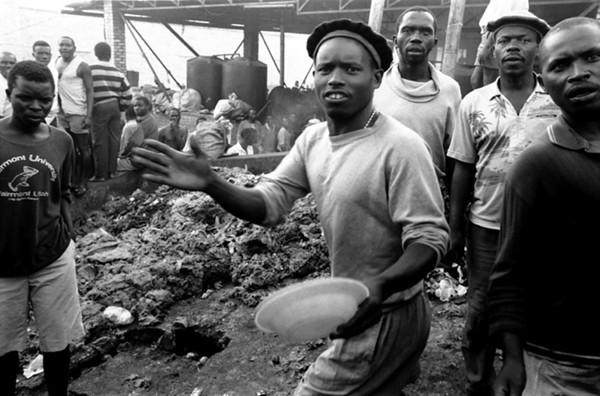The whole prison is invaded by garbage, at the back there are the kitchen.<br /> Rwanda, Prison of Gitarama, November 1996.<br /> © Laura Razzano