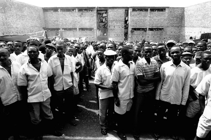 A broad yard is the place where they are mostly crowded toghether.<br /> Rwanda, Prison of Gitarama, November 1996.<br /> © Laura Razzano