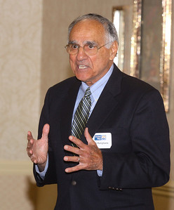 30sep09 bishop--- COACH RUTIGLIANO Former Browns coach and former NFL coach of the Year Sam Rutigliano speaks to a packed crowd at the United Way Kickoff event held at the Holiday Inn in Elyria