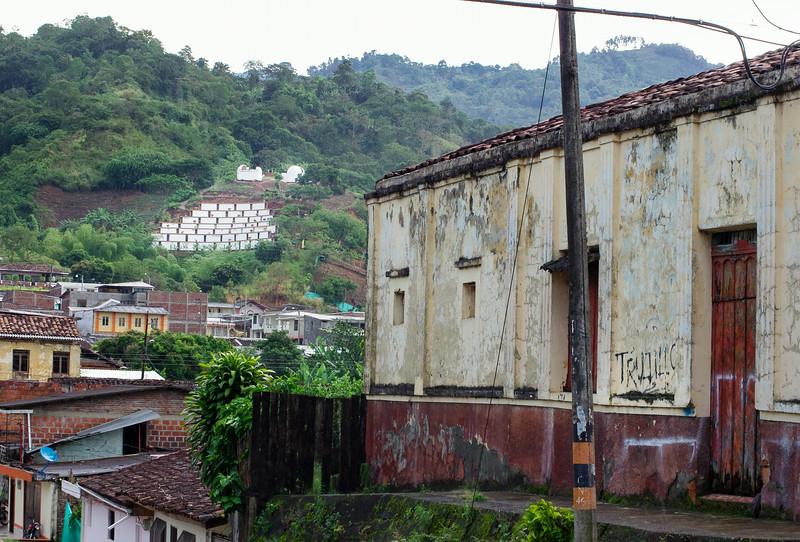 El pueblo de Trujillo, Valle de Cauca, sufrió una de las masacres más conocidas y mejor documentadas de Colombia. Más de veinte años después sus víctimas siguen reclamando justicia.