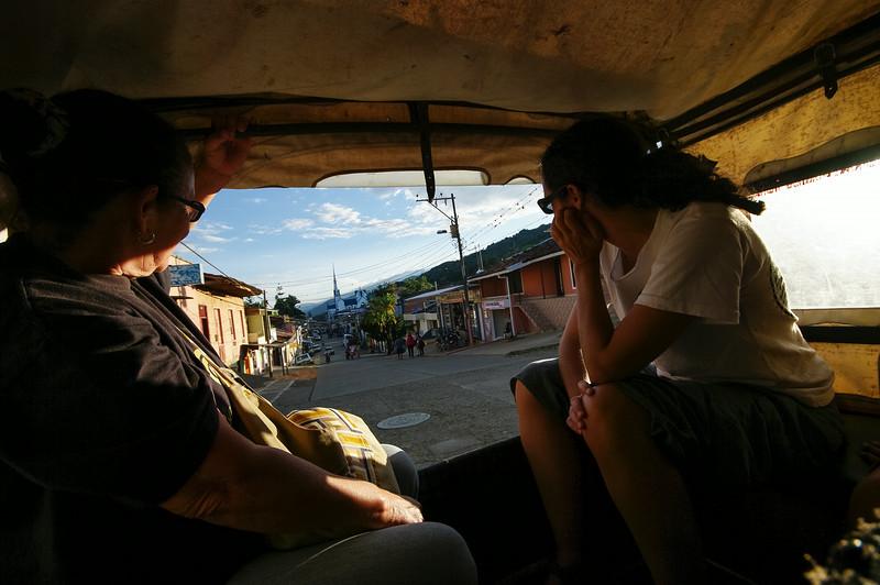 Antes de marchar, no puede faltar una visita al barrio Tiberio Frenández Mafla, ocupado en su mayoría por miembros de Afavit. Fue construido en 2011 como elemento de reparación a 34 familias sobre las 105 que lo solicitaron.