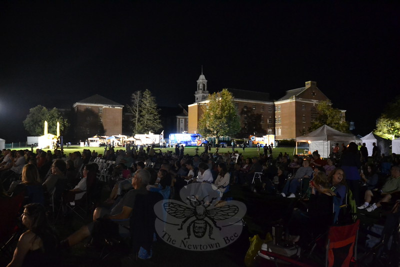 EH_ Newtown Arts Festival, crowd at Sawyer Fredericks concert