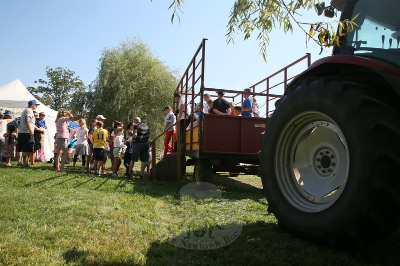 EH_ 42nd Annual Ukrainian Festival Draws A Crowd, people step off a hay ride