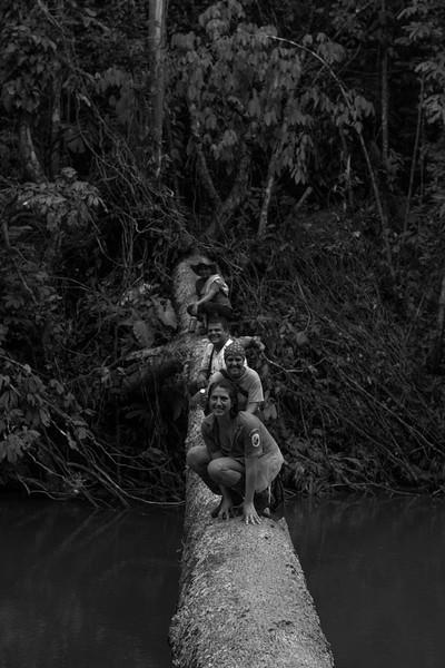 Algunos valientes aceptaron posar sin medio de caerse al agua: Franco Gómez (Acvc-RAN), César Solarte (Acvc-RAN y Prensa Rural), Leily Pinillos (paramédica), Cristina Gómez (PNN).