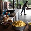 Desde las 5 de la mañana se prepara el desayuno y esperan la llegada de las mujeres.