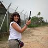 A mitad del camino, Elena llama a la casa de PBI en Barrancabermeja para informar que todo esta bien. Usa un teléfono satelital porque en esta zona del país no hay señal por teléfono.