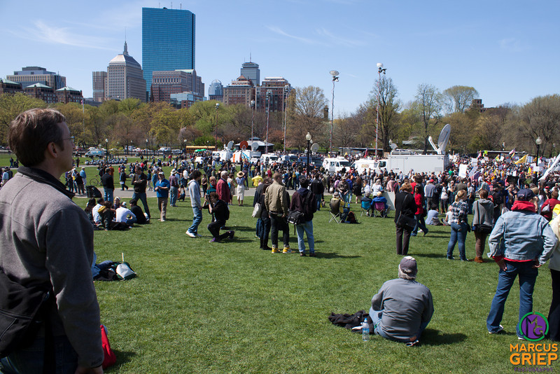 A view of Boston Common from just west of the Sailors and Soldiers Monument during the Tea Party Express gathering. News vans with satalite dishes extended sit on an internal roadway in the park.