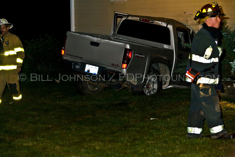 Auto Accident - Lake Walton Rd near Van Wyck Lane - Car into house