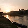 El amanecer en el rio Jiguamiandó, Chocó.