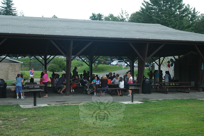 A family picnic was held at Dickinson Park on Monday, August 26, for incoming Reed Intermediate School fifth graders, family members, and friends. Some attendees ate under the park's pavilion, while others spread out blankets and picnicked elsewhere.  (Hallabeck photo)