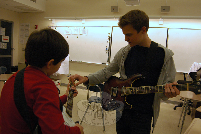 Newtown High School sophomore Dawson Goodrich, right, helped Sandy Hook School fourth grader Michael Spanedda during the first day of this year's High school Elementary Musicianship Mentoring Association (HEMMA) program. (Hallabeck photo)