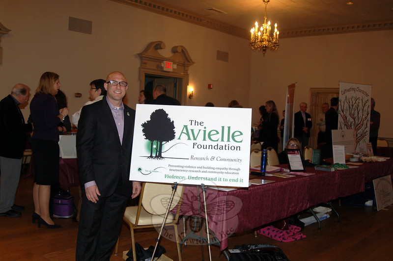 Establishing the Avielle Foundation for his late daughter Avielle Richman in the wake of 12/14, her father Jeremy Richman, PhD, promoted his neuroscience research organization aimed at ending vio-lence. (Bobowick photo)