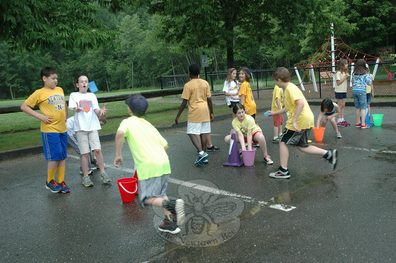 Students soaked sponges in water before running down to another bucket to release the water and fill up the second bucket during Field Day. (Hallabeck photo)