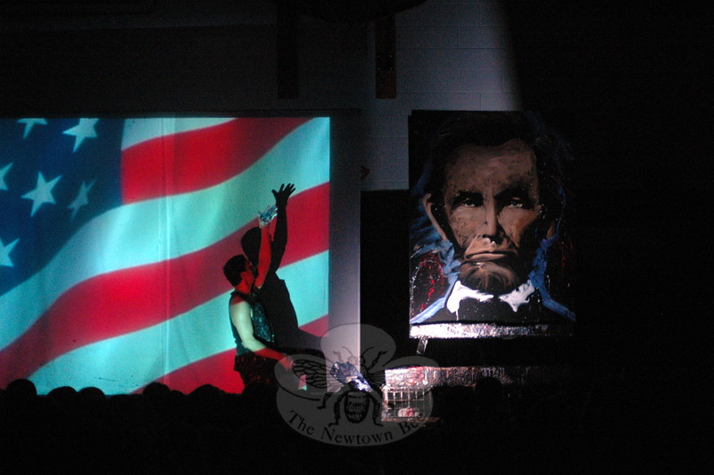 "Artist Rob Surette shared his show ""Amazing Hero Art"" with Hawley Elementary School students on Friday, May 29, during a PTA cultural arts presentation, following the school's Field Day,  held earlier in the day. With the lights off in the school's gymnasium, students watched as Mr Surette produced portraits — including Abraham Lincoln, Mother Theresa, and Albert Einstein — and drawings, such as Mickey Mouse and Mario. During his presentation, Mr Surette told the students the world needs ""great kids like you"" to dream big and never quit. Mr Surette is shown displaying his portrait of Abraham Lincoln. (Hallabeck photo)"